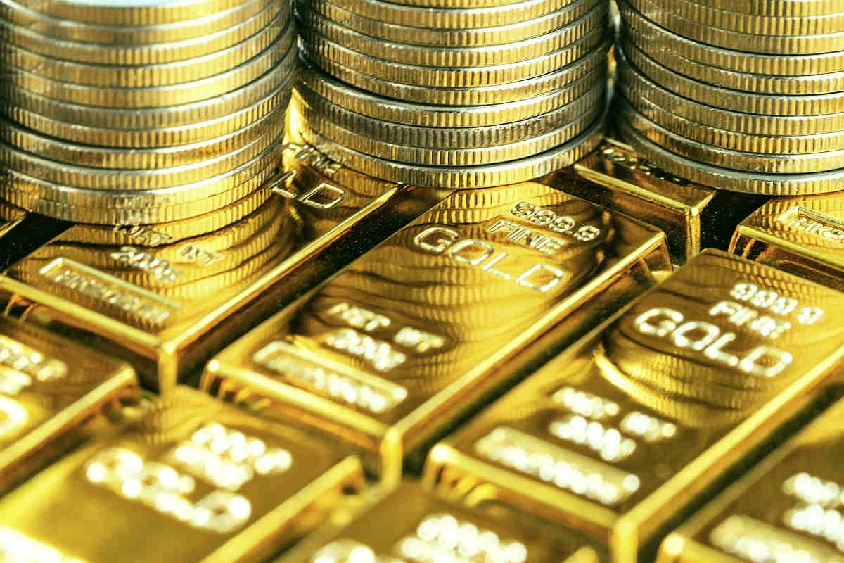 Shiny gold bars with stack of coins | Investing 101: A Beginner's Guide To Investing | what to invest in