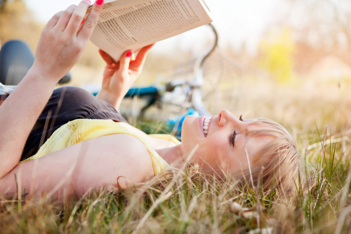 Beautiful young Caucasian woman reading a book outdoor | Best Non-Fiction Books That Are Mind-Expanding | best non-fiction books of all time