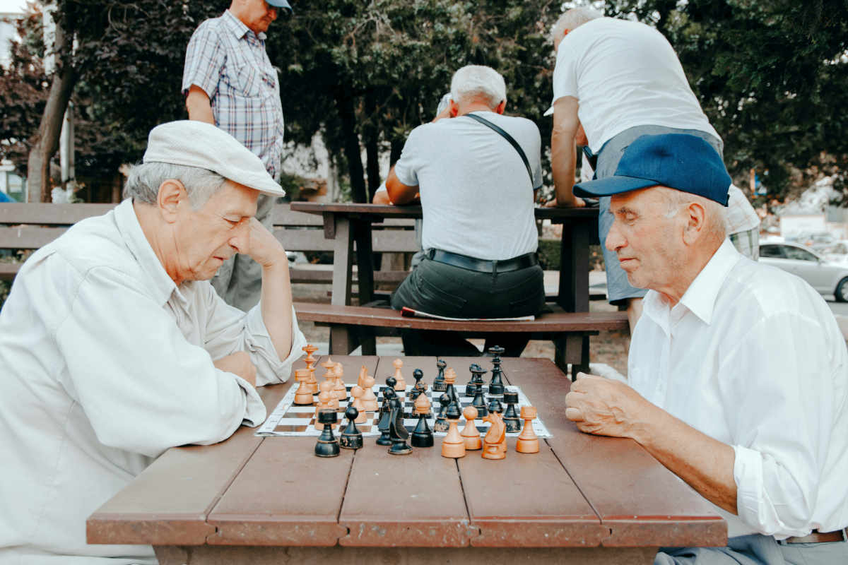 Old men playing chess | Good Lifestyle Habits Baby Boomers Should Adopt | good habits | healthy lifestyle tips