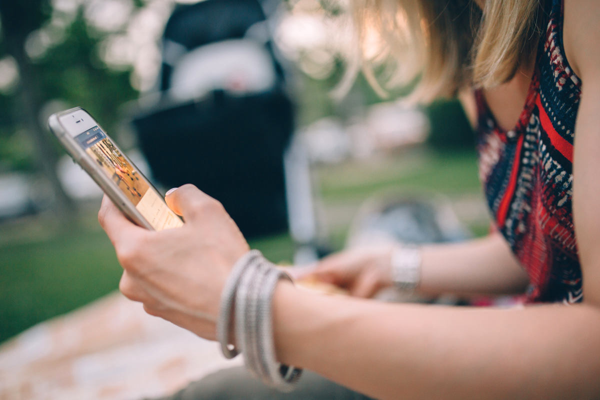 Woman using iPhone | Social Media Etiquette Tips For Smart & Responsible Social Networking | social media and self esteem