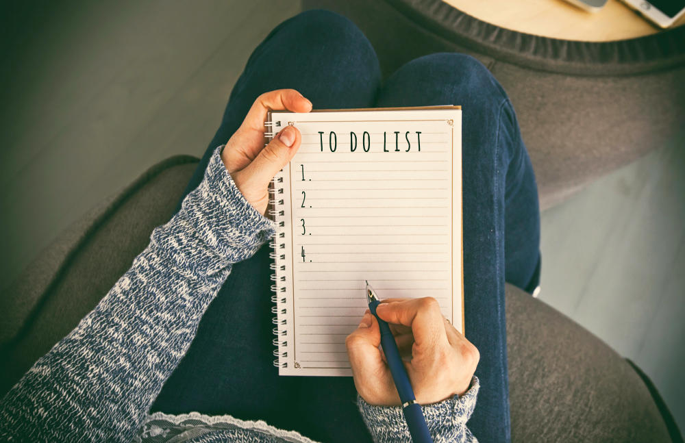 The woman is writing the to do list | Productive Things To Do When Bored | things to do when your bored