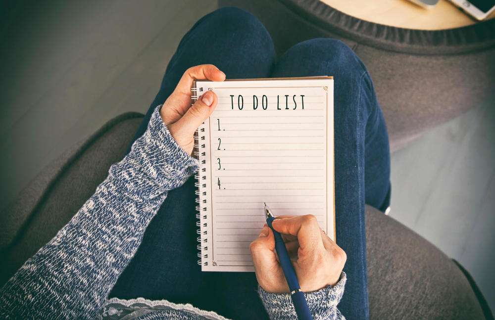 The woman is writing the to do list | Ways To Simplify Your Life | how to simplify life