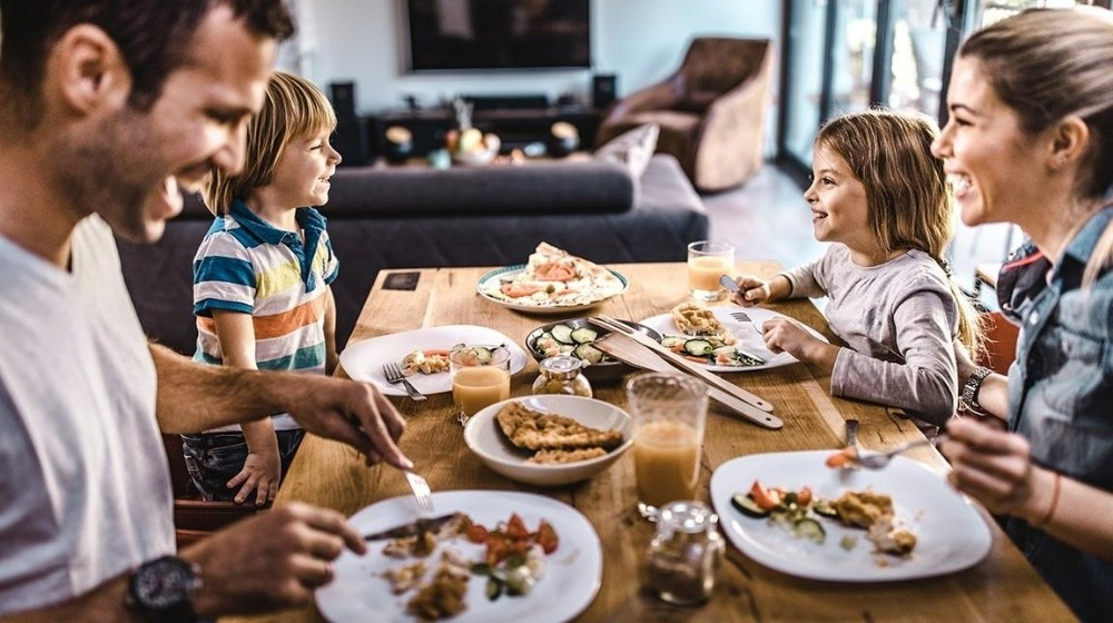 A nuclear family having dinner together | Feature | How to Travel Via Your Dinner Plate