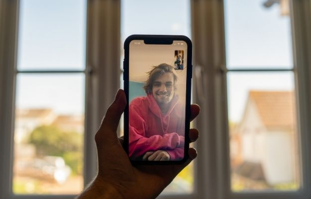 a couple is having facetime | Is Zoom The Best Virtual Meeting App? | Is Zoom Better Than Facetime?