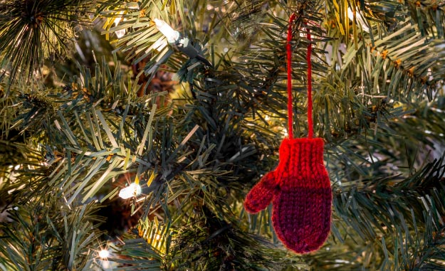 Yarn mitten Christmas ornament hanging in a Christmas tree | How To Make DIY Christmas Gifts When You're On a Low Budget | Yarn Ornaments