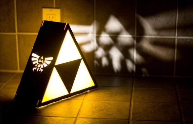 Zelda Triforce Lamp-ca | 11 Perfect Gifts For Nerds This Holiday | Zelda